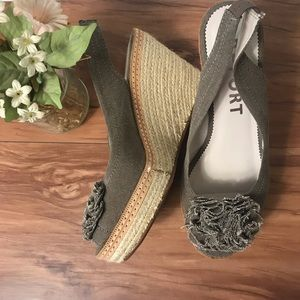 NWT Report wedge canvas Rogers shoes $79